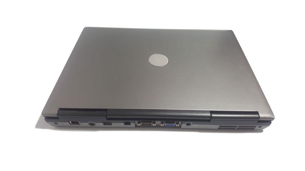 نمای پشت- لپ تاپ استوک Dell latitude d830